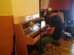 15/09/2013 en el Tostadero. Piano work.